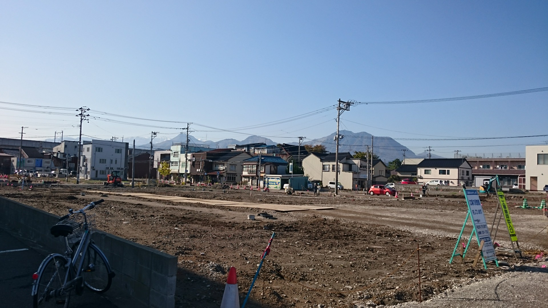 がれき撤去が終わった被災地・写真奥のやや右寄り付近が火元=10月27日