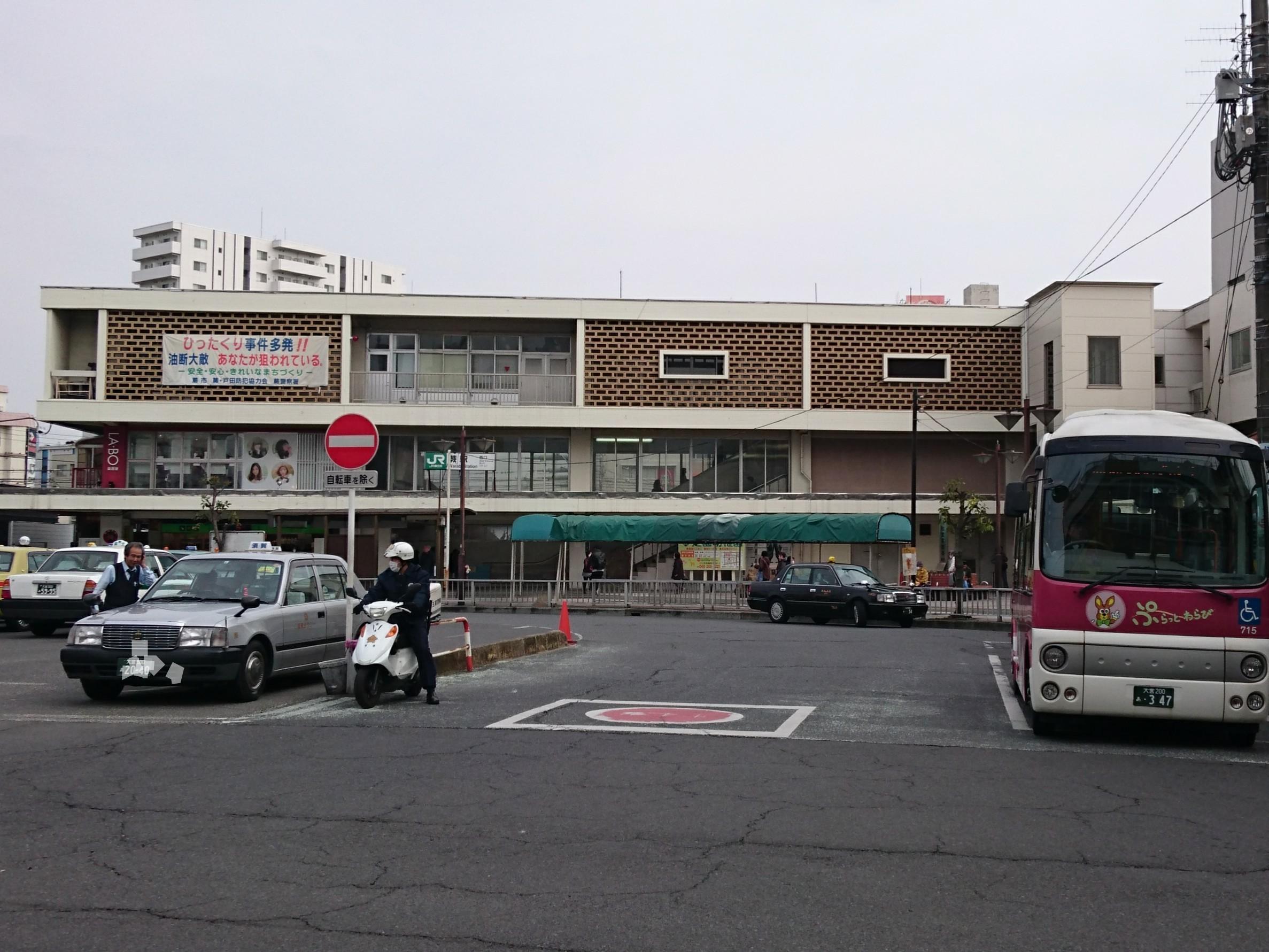 駅ホームドアが設置される蕨駅