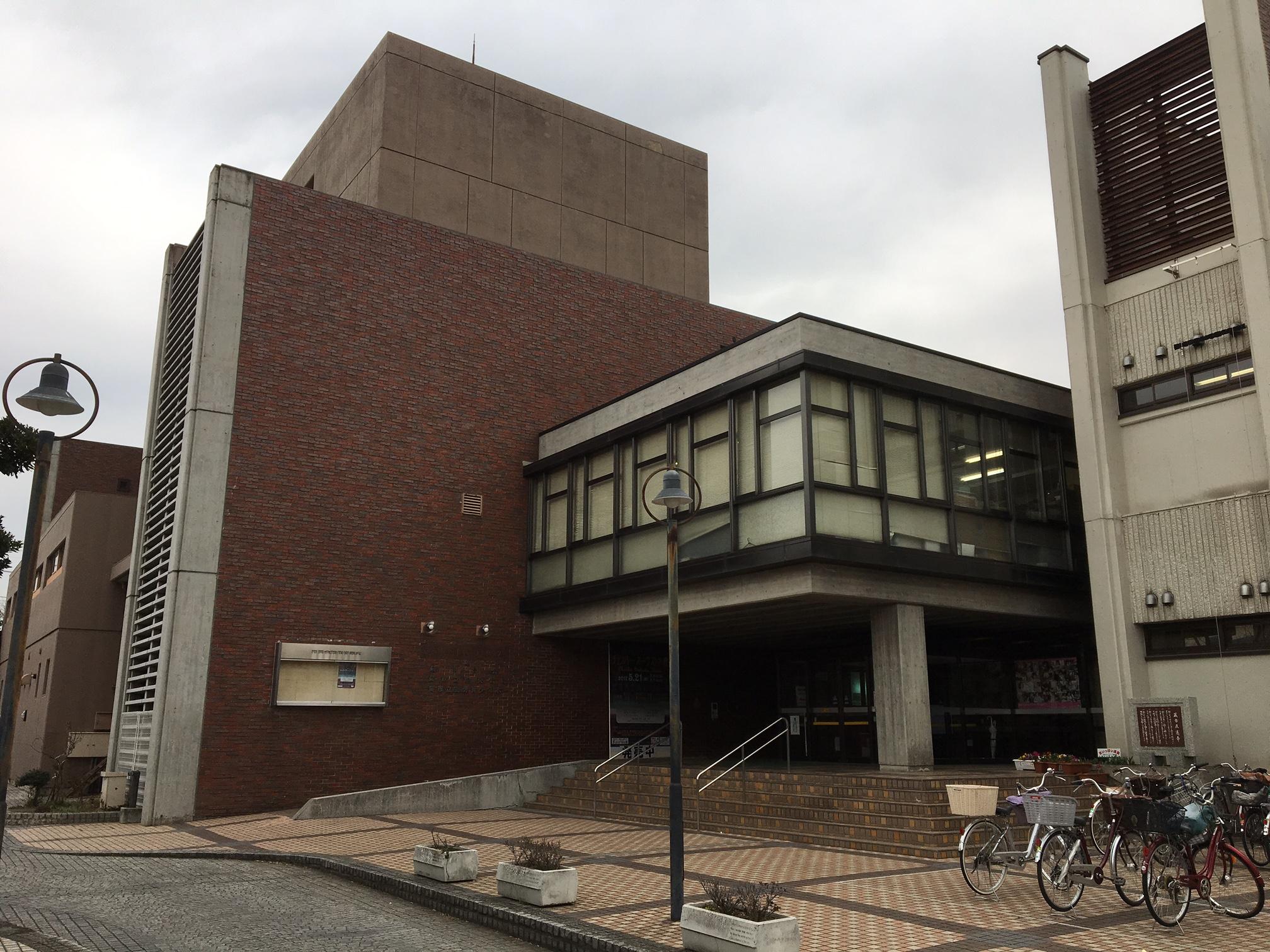 7月から耐震補強工事が始まる市民会館