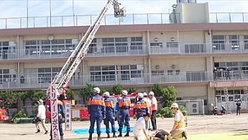消防隊員等による高所救出訓練